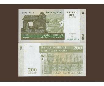 Мадагаскар 200 ариари (1000 франков) 2004 год