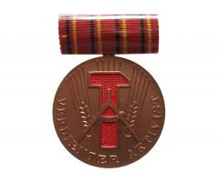 Медаль Заслуженный Активист ГДР + документ