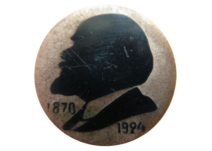 Ранний круглый значок с лениным на закрутке