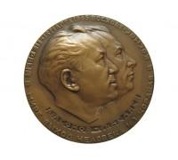 Памятная медаль первый в мире выход человека в космос А.Леонов,П.Беляев