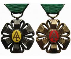 Лот  из 2-х орденов Лавр Академический