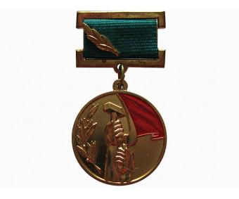 Лауреат премии советских профсоюзов