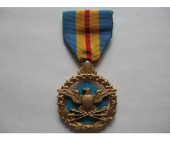 США медаль за выдающиеся заслуги в обороне